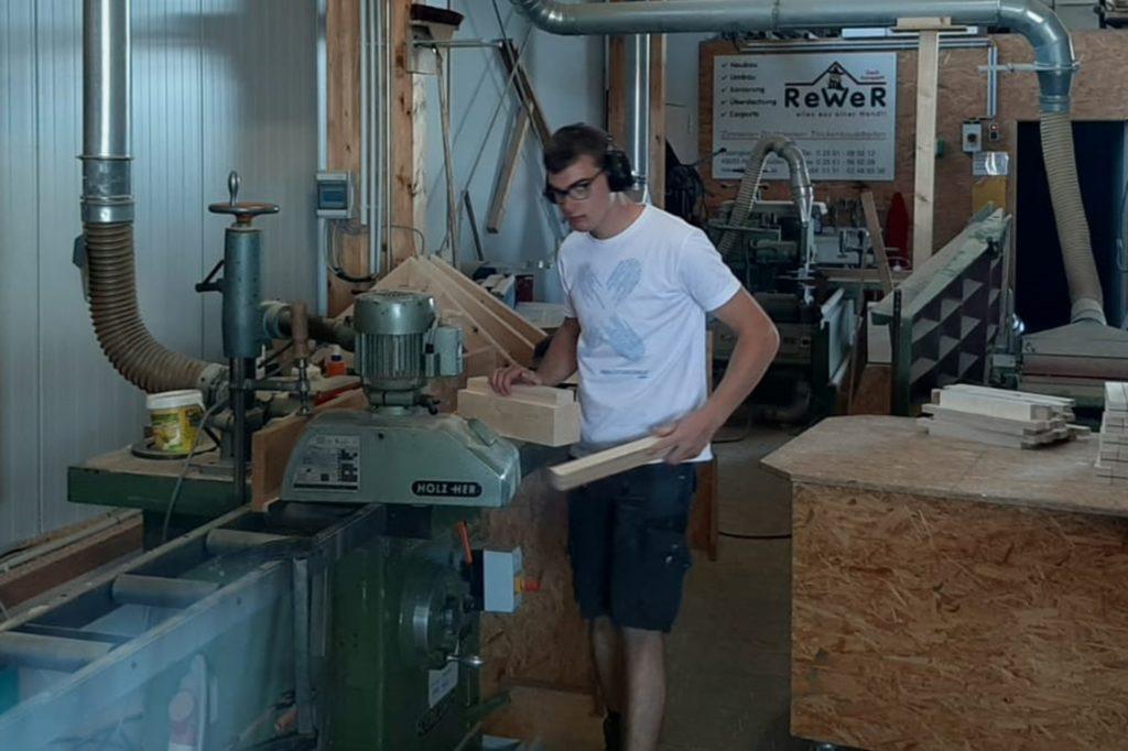 Lokale Unternehmen unterstützen den Musikverein Wüllen tatkräftig bei der Umsetzung der Idee, schließlich braucht es dafür Material und die richtigen Maschinen.