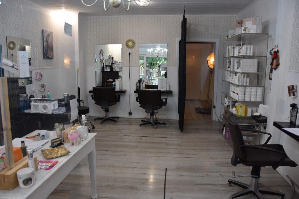 """Der Friseur """"Cuttingroom by J.N."""" liegt in der Burgstraße. Hier können Kunden ihre Haare spenden."""