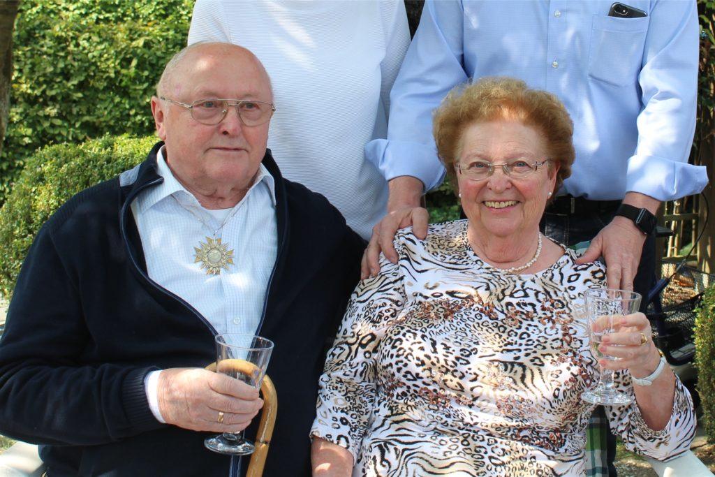 Heinrich Sommer mit seiner Frau Ilse im Jahr 2018: Da haben die beiden Diamantene Hochzeit gefeiert. Die ganze