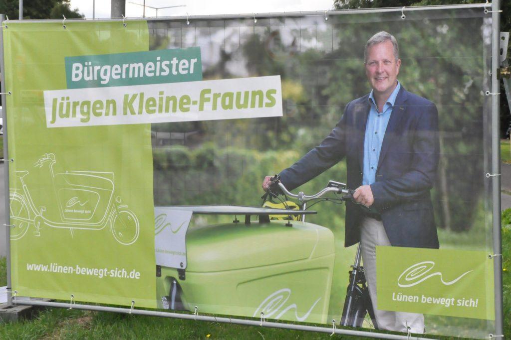 Der amtierende Bürgermeister Jürgen Kleine-Frauns setzt im Wahlkampf auf große Plakatwände statt kleiner Wahlplakate.