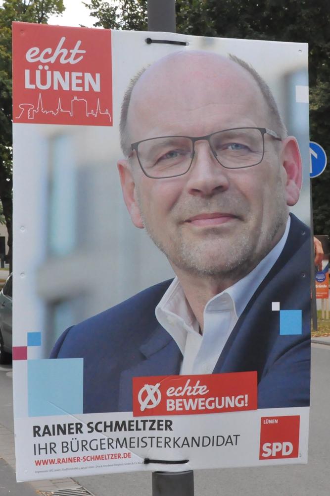"""Rainer Schmeltzer von der SPD zeigt sich auf seinem Wahlplakat als """"echter Lüner""""."""