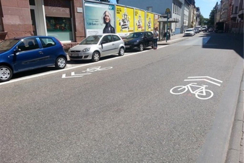 Piktogrammketten, wie sie für die Recklinghauser Straße vorgesehen sind, gibt es bereits auf Straßen in Frankfurt am Main.