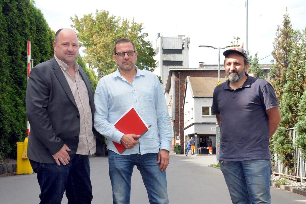 Kämpften erfolgreich für die Zukunft von Hundhausen (v.l.): IG-Metall-Geschäftsführer Jens Mütze, Betriebsrats-Vorsitzender Reinhard Pilk und Betriebsrats-Mitglied Dogan Erdogmus.