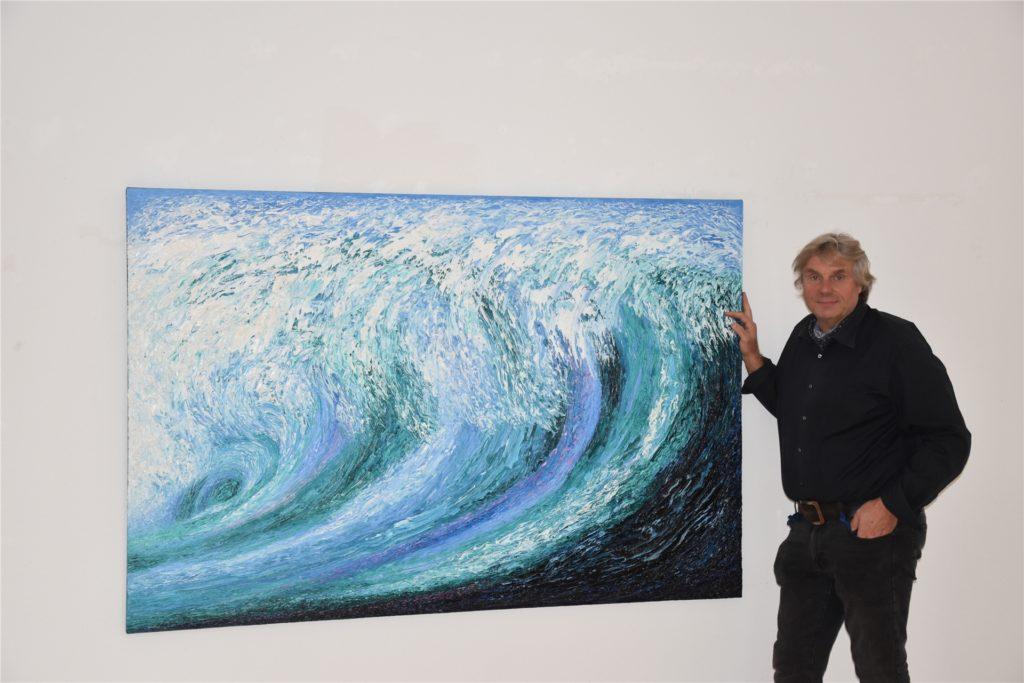 Zu den bekanntesten Werken von Künstler Ansgar Skiba zählen die Wellenbilder, die ab Sonntag in der Villa van Delden ausgestellt werden.