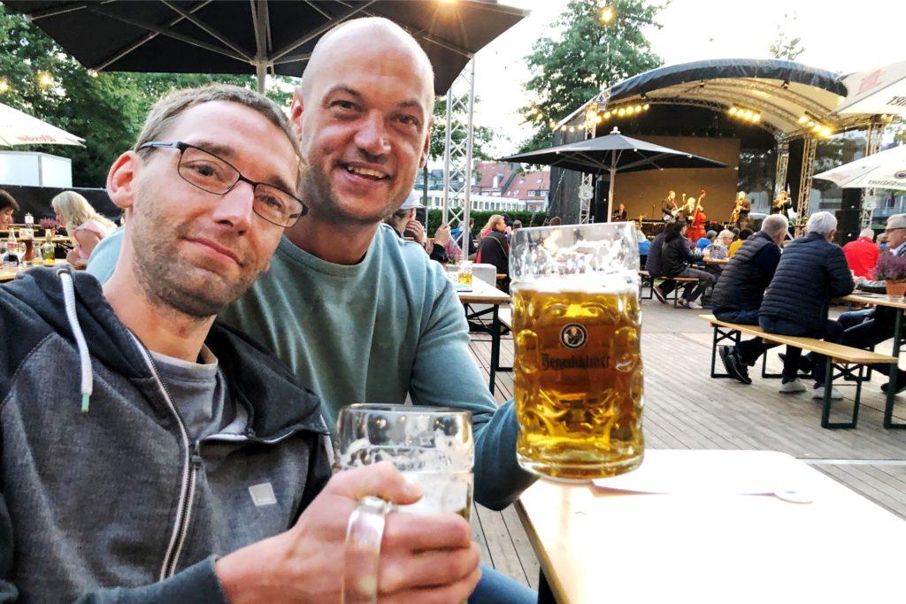 """""""Endlich mal wieder ausgehen!"""" Darüber freuen sich Bernd Wigger und Jens Gravemann."""