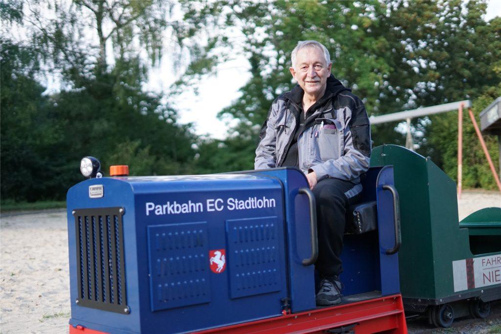 Herbert Switkowsky steuert die Parkbahn in den Sommermonaten schon seit vielen Jahren.