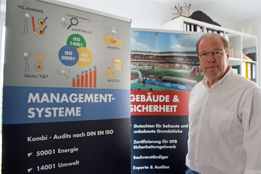 Neben dem Steckenpferd Gebäude und Sicherheit unter anderem mit Zertifizierungen für das DFB-Regelwerk berät Heiner Hollekamp mit seinem Team speziell in Sachen internationale Managementsysteme.
