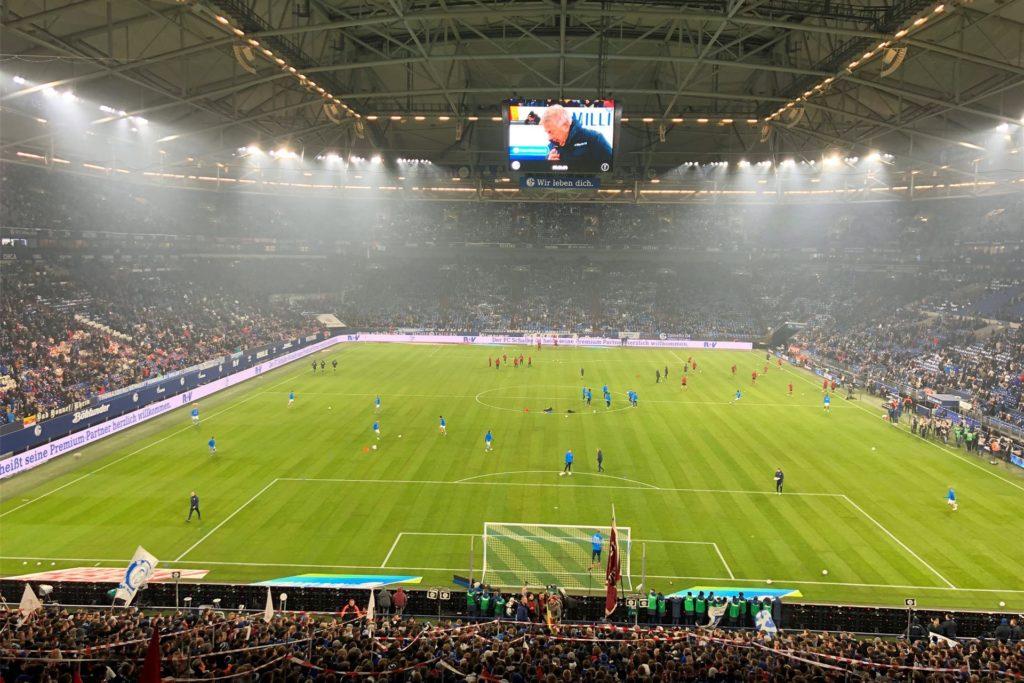 Vor, während und nach einem Bundesligaspiel gibt es unzählige Abläufe im Hintergrund, die auch geprüft werden müssen. Damit der Besuch des Stadions auch zu einem sicheren Erlebnis wird.