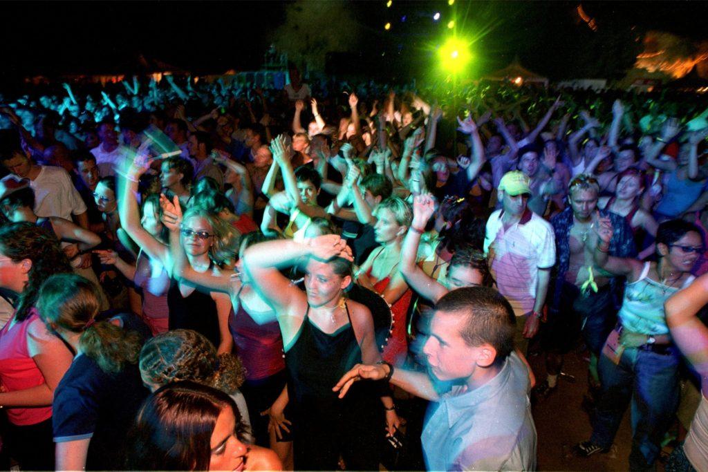 Partystimmung in der Einflugschneise? Auf Ibiza ist das normal, doch in Massen sind die Menschen doch etwas weniger gestimmt. So werden ähnliche Fakten ganz unterschiedlich bewertet.