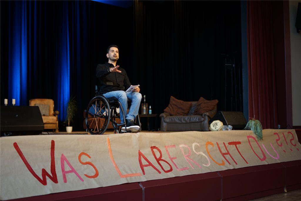 Comedian Tan Caglar gibt dem Nachmittag mit seinen Sprüchen eine lockere Atmosphäre.
