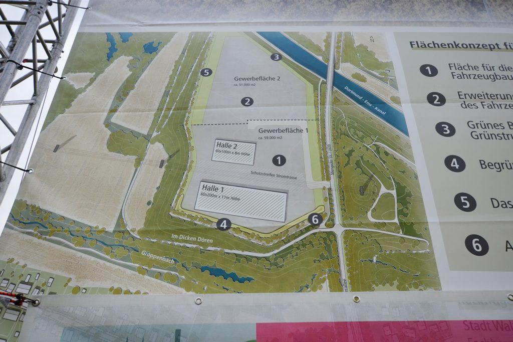 Das Transparent mit den Planungen der Stadt Waltrop für den Dicken Dören weist im nördlichen Bereich die noch freie