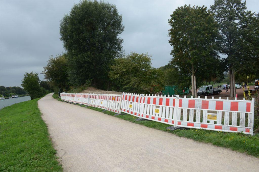 Hier haben die Arbeiten begonnen: Hinter dem Kanuheim bekommt der Park vom Kanaluferweg her einen Zugang.