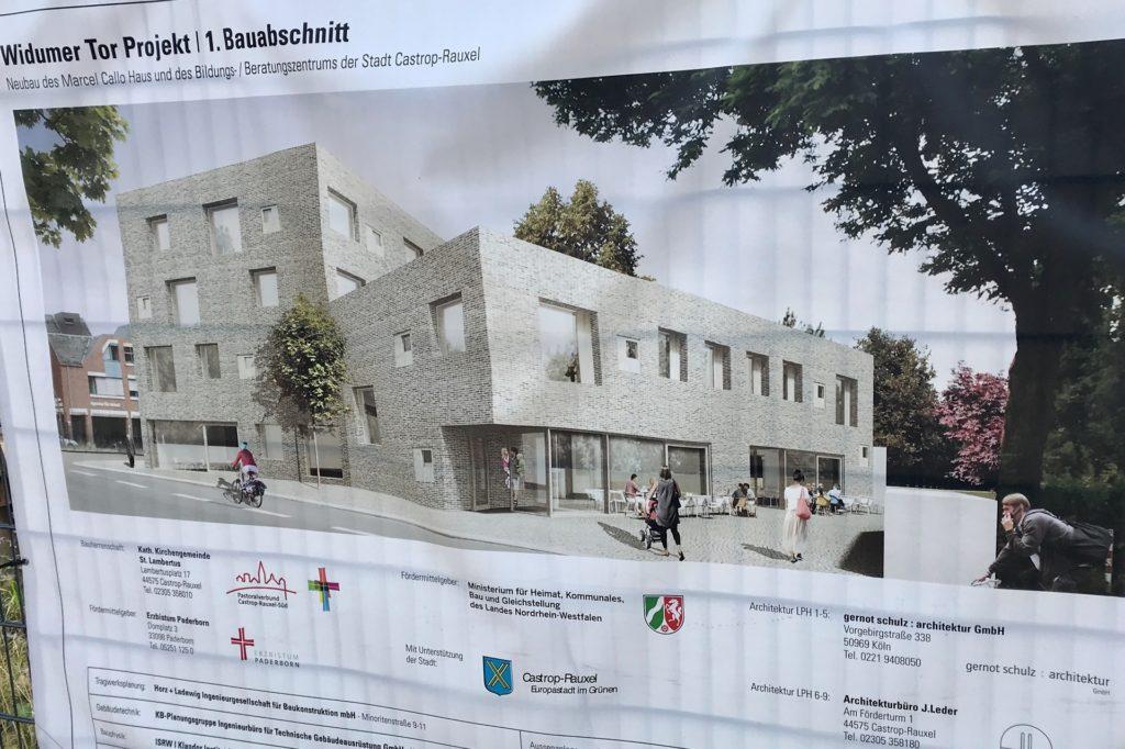 Auf dem Plan, der am Bauzaun hängt, erkennt man rechts den Bau für Callo-Haus, Familienbüro und Pfarrbüro und links daneben, direkt an der Widumer Straße, den dritten Bauabschnitt des Bildungscampus, der noch nicht spruchreif ist.