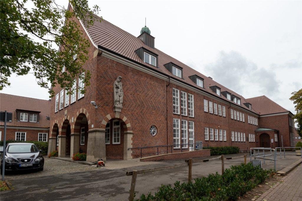 Die Marienschule, die heute vom Stadtarchiv und der Musikschule genutzt wird, war von 1950 bis 1980 auch öffentliche Warmwasserbadeanstalt.