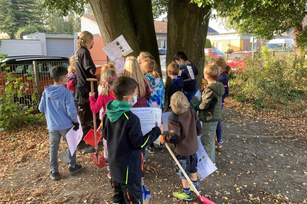 Kleine Landschaftsgärtner in Aktion, Mitmachaktion Blanik an der Marienschule