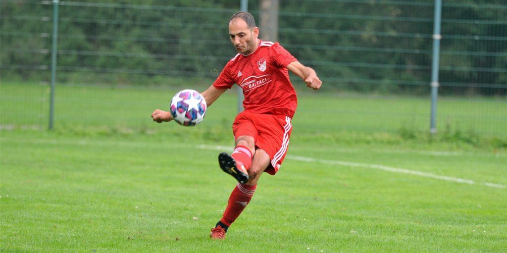 TSV-Spielertrainer Serkan Dayan muss mit seinem Team wegen eines Coronafalls pausieren.