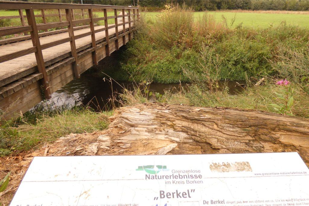 Bei der Wanderung durch die Teufelsschlucht in Richtung Stadtlohn gelangt man an eine Brücke (Funder).