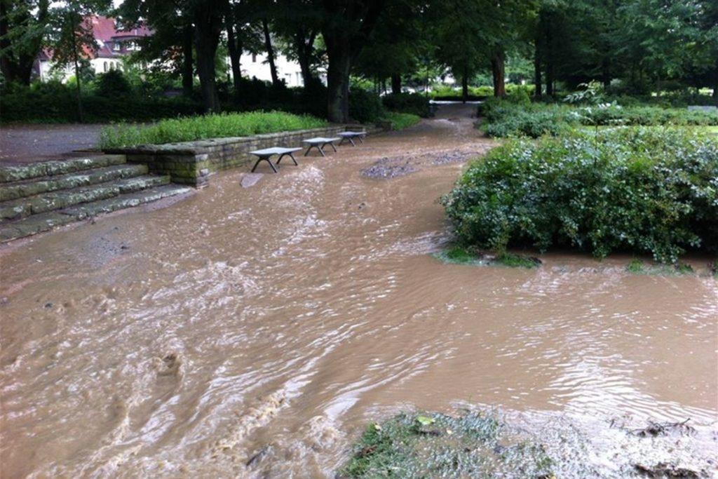 Der Stadtgarten und die umliegenden Häuser sind anfällig für Hochwasser. Beispielsweise staute sich 2013 in Folge eines Unwetters das Wasser am Stadtgarten.