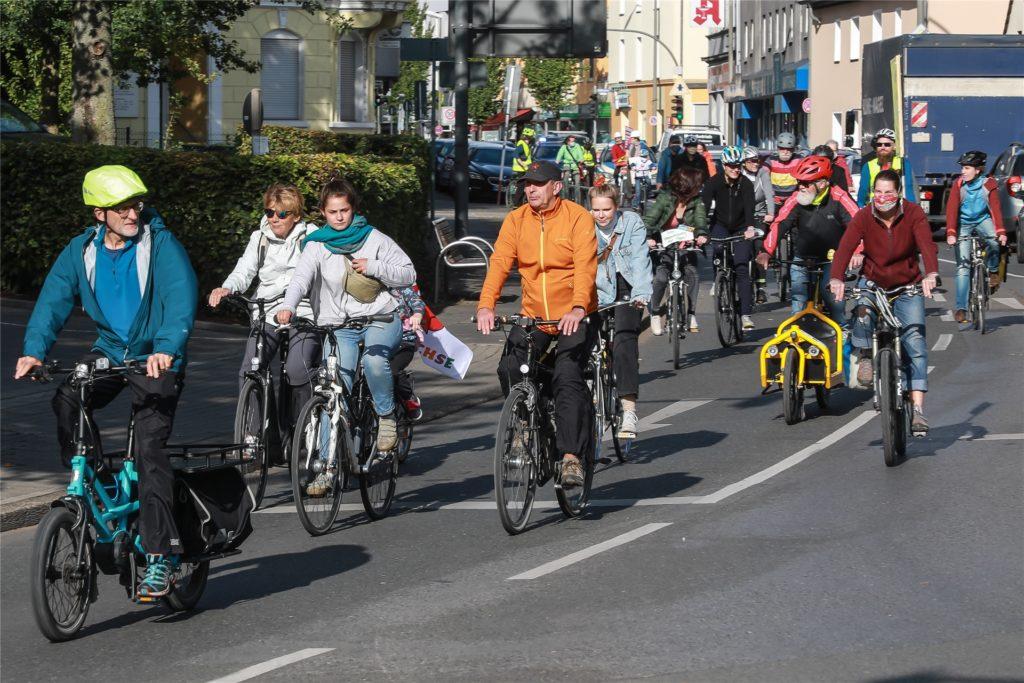 Per Rad machten sich mehrere hundert Demonstranten von Aplerbeck und von Huckarde aus auf den Weg.