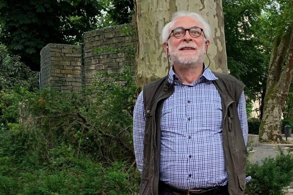"""Ulrich Häpke vom BUND ist ein scharfer Gegner der Schottergärten: """"Sie bieten Vögeln und Insekten nichts zu futtern, weil unter der Folie oder dem Vlies alles Leben erstickt."""""""