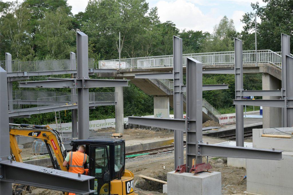 So sah es Mitte August am Bahnhof Capelle aus: Die Trägerkonstruktion der Rampe stand bereits.