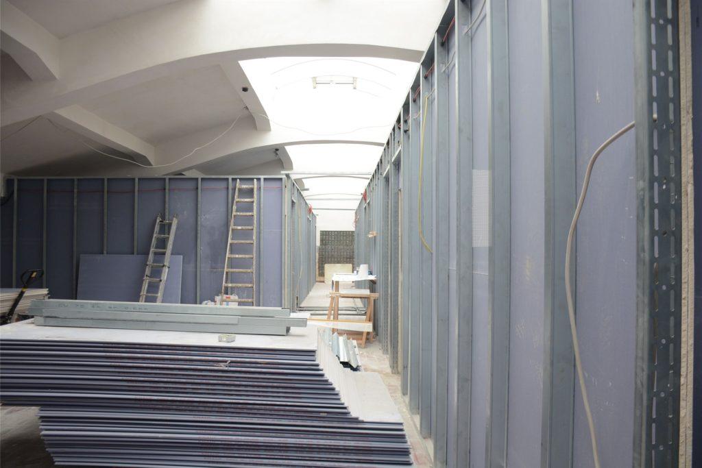 In der früheren Lampenstube gegen die Umbauarbeiten für die Hotelzimmer voran.