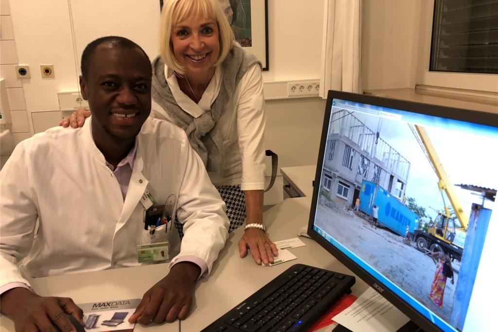 Dr. Samuel Okae und Peggy Griewel arbeiten seit 2017 Hand in Hand, um das Krankenhaus in Ghana zu errichten.
