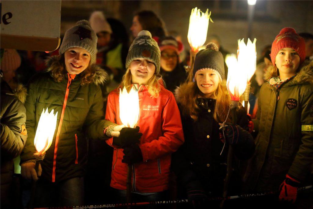 2019: Der Nikolaus wurde auf dem Stadtlohner Marktplatz von tausenden Kindern begrüßt.