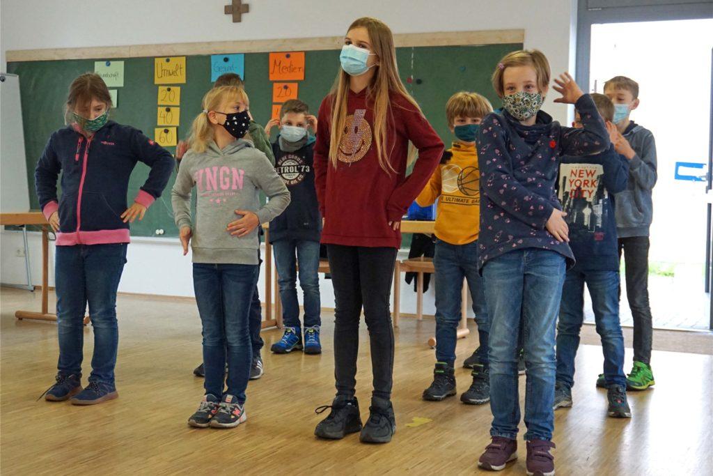 Diese Gruppe stellte ihren Macarena-Tanz beim Klostercamp im Kirchhellener Jugend-Kloster vor.