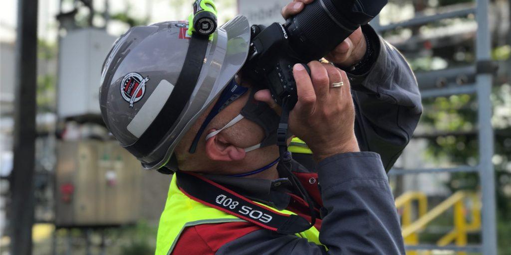 Carsten Grabosch, Werksleiter bei Rütgers in Rauxel, im Frühjahr bei der Ankunft eines Schwertransports. Er ist froh, dass er es mit dem Team geschafft hat, Rütgers bisher Corona-frei zu halten.