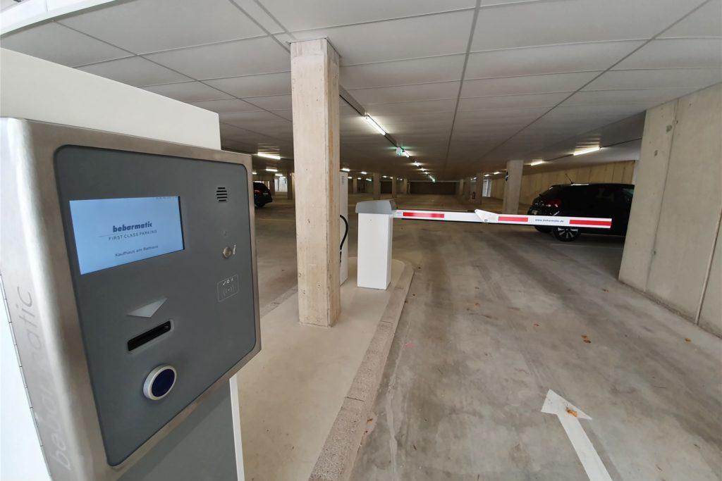 Das Prinzip ist einfach: Ticket ziehen, Parkplatz finden, am Ende zahlen.