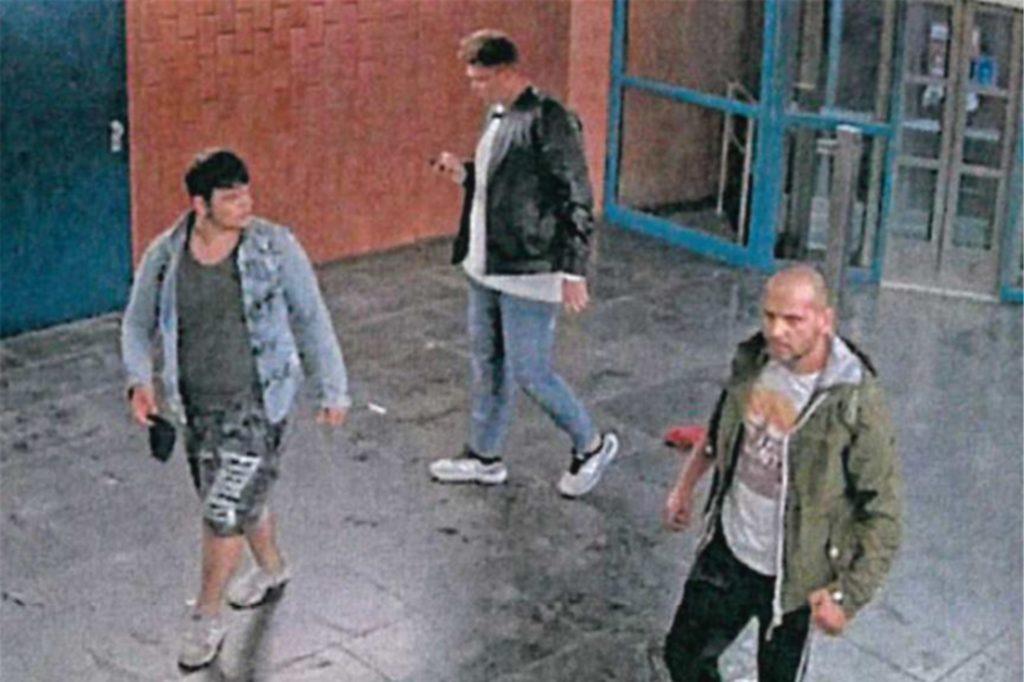 Diese drei Männer sollen einen Stadtmitarbeiter krankenhausreif geprügelt haben.