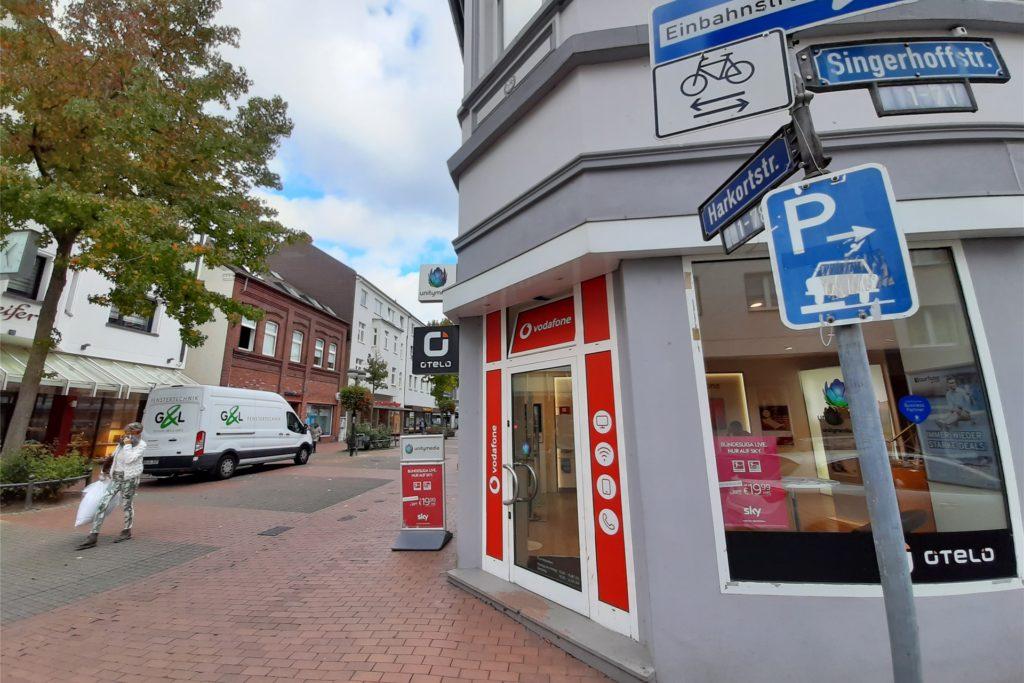 Hier, an der Ecke Harkorstraße, Ginsterstraße, verläuft eine der unsichtbaren Grenzen im Stadtteil: Hier endet, bzw. beginnt die Maskenpflicht.