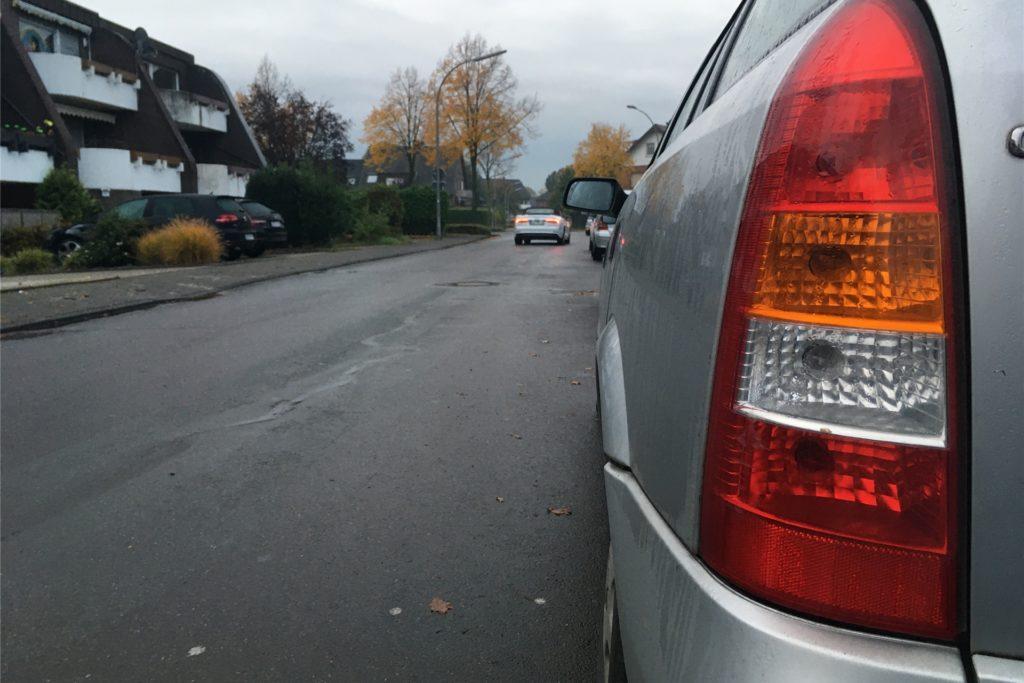 Durch den Umbau der Straße werden auch viele Parkplätze wegfallen.