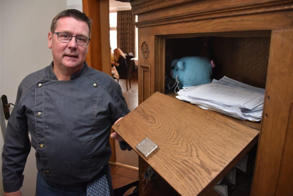 Dirk Rolfes, Inhaber der Marktschänke Rolfes, versteht nicht, warum Kantinen geöffnet bleiben dürfen, aber sein Restaurant nicht.
