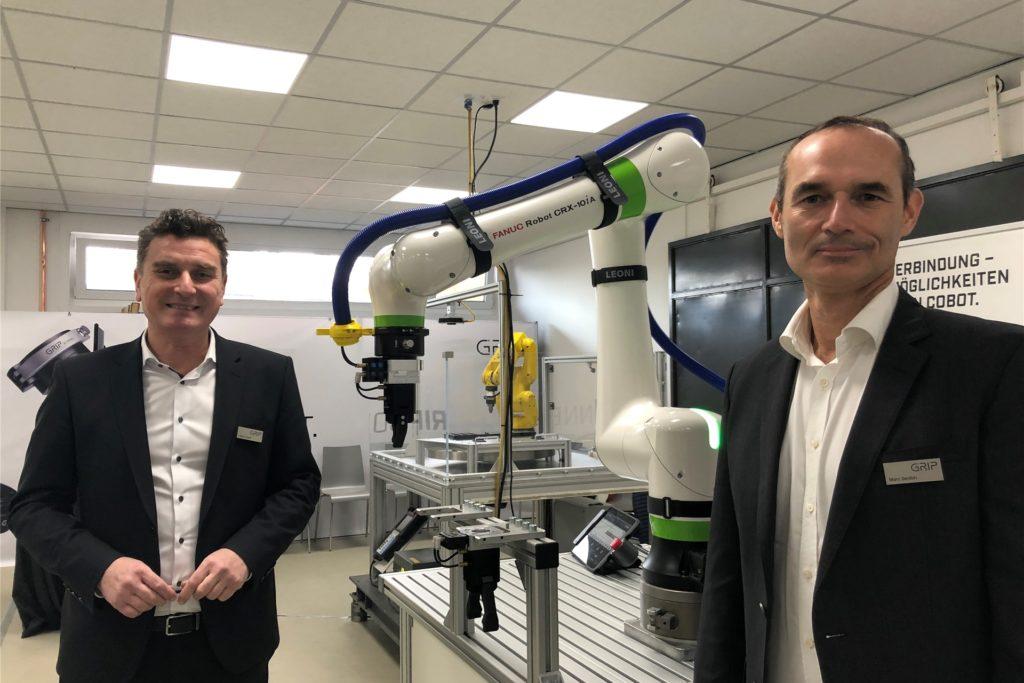Geschäftsführer Hasan Canti (l.) und Vertriebsleiter Marc Sexton (r.) sehen bei Produktionsbetrieben einen großen Bedarf an einfachen und wartungsarmen, aber automatisierten Wechselsystemen.