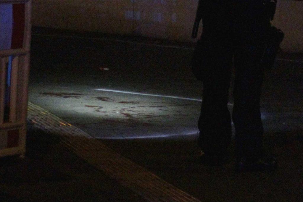 Blutspuren am Tatort lassen auf die Verletzungen schließen, an der 41-Jähriger am Sonntag in einem Krankenhaus gestorben ist.