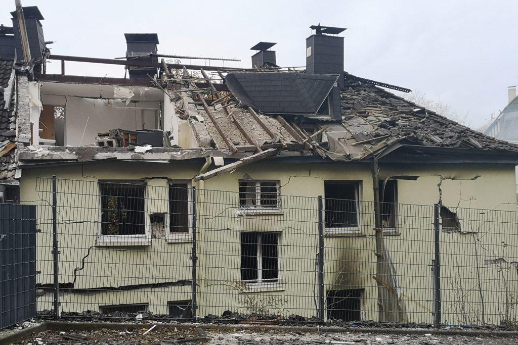Das Dach des Gebäudes wurde bei der Explosion weitgehend weggerissen.