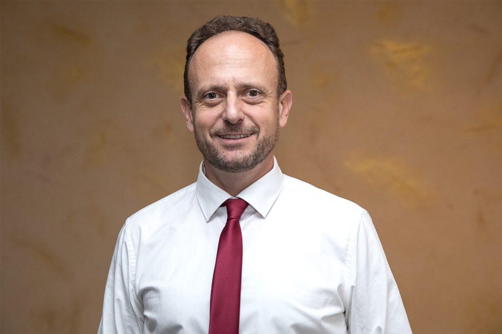 Bestattermeister Sascha Bovensmann bietet Angehörigen ein umfangreiches Online-Angebot.