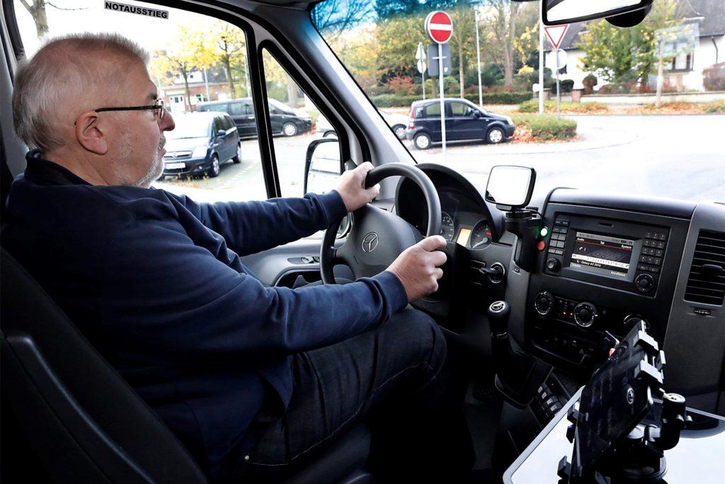 "Am 4. November 2017 um 9.08 Uhr saß Werner Mohr bei der ""Jungfernfahrt"" des Bürgerbusses am Steuer."