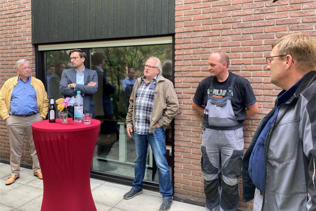Heinz und Lars Fiele von Stremmer Sand + Kies hatten im September gemeinsam  mit einigen Mitarbeitern der Kirchhellener CDU Rede und Antwort gestanden.