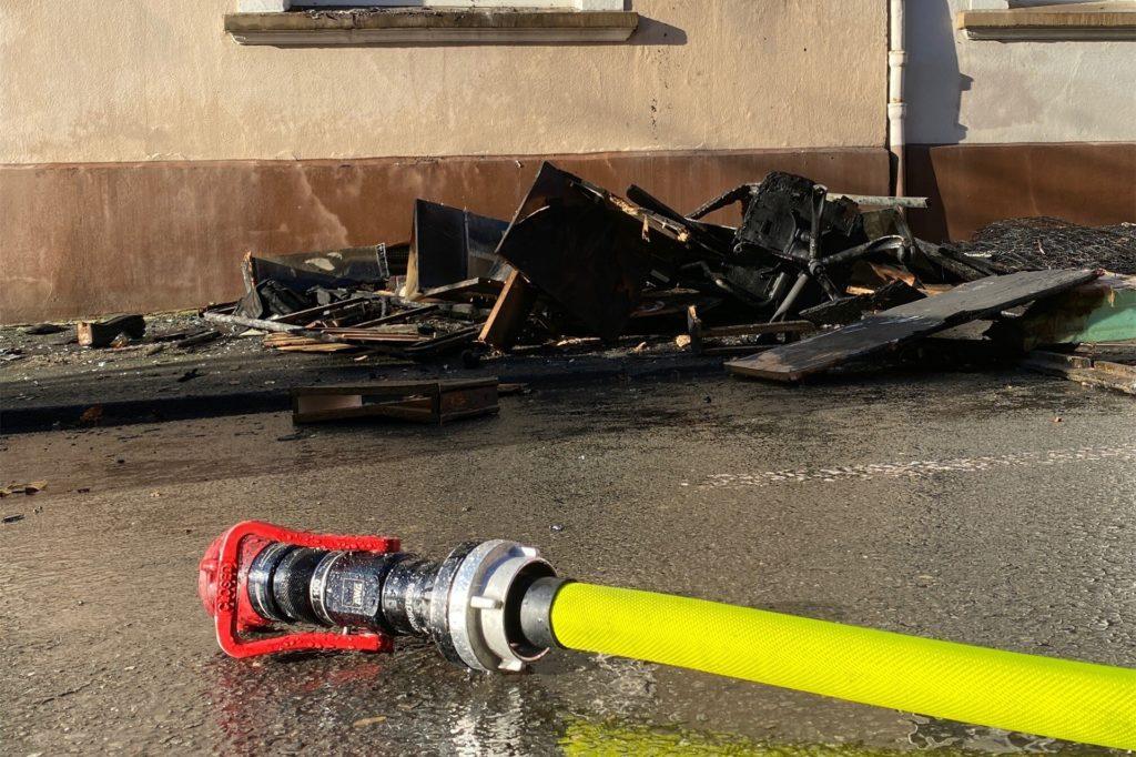 Für die Nachlöscharbeiten war die Freiwillige Feuerwehr Langendreer zuständig.