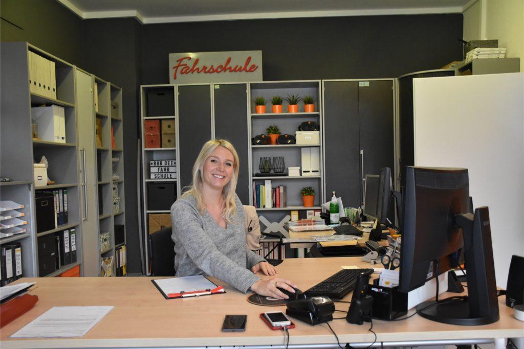 Anika Baloumis-Dukowski hat mit Robin zusammen 2014 die Fahrschule gegründet.