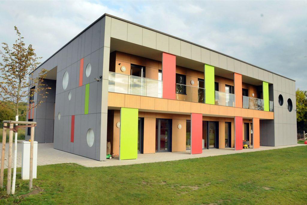 Architektonisch ist eine der neusten Einrichtungen des Kinderhauses Rasselbande an der Adolph-Kolping-Straße in Schwerte-Westhofen ein Schmuckkästchen. Die Erfolgsgeschichte der Rasselbande begann vor 25 Jahren in Castrop-Rauxel.
