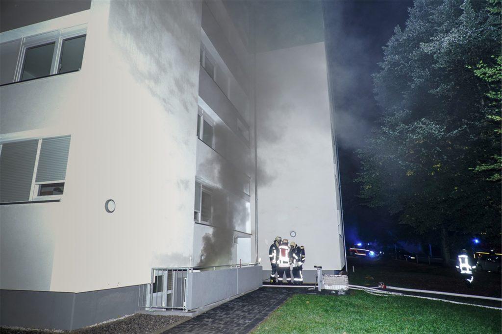 Starker Rauch stieg im August aus einem Keller am Steinfurtweg in Kirchlinde auf. Bei dem Kellerbrand in einem mehrgeschossigen Vonovia-Haus musste kurzzeitig auch die Elektrik abgeschaltet werden.