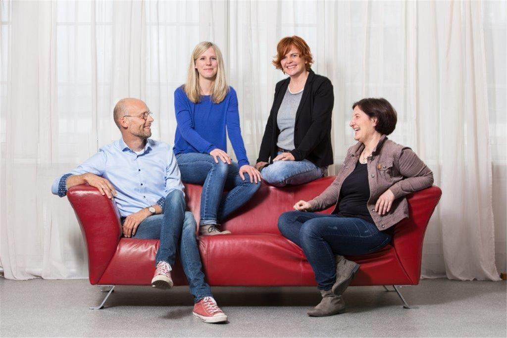 Das Team, das beim Sozialdienst Katholischer Frauen (SKF) für das Konzept Westfälische Pflegefamilie verantwortlich ist: (v.l.) Thorsten Nagel, Andrea Rennemeier, Martina  Hollstein und Sigrid Wolsing. Martina Hollstein kümmert sich um die Familie Schmidt.