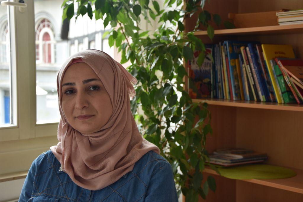 Munira Soufan bei einem ersten Gespräch im Büro der Caritas am Lampertusplatz.