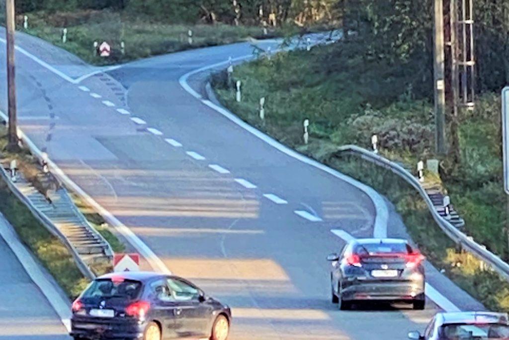 Hier biegt der Autofahrer nach seiner lebensgefährlichen Rückwärts-Fahrt Richtung Mengede ab.