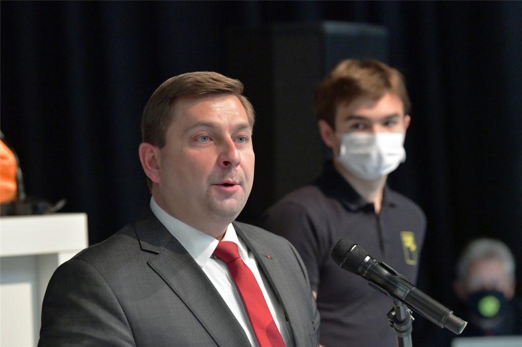 Daniel Wolski (SPD) wurde als erster Stellvertreter von Bürgermeister Jürgen Kleine-Frauns gewählt.