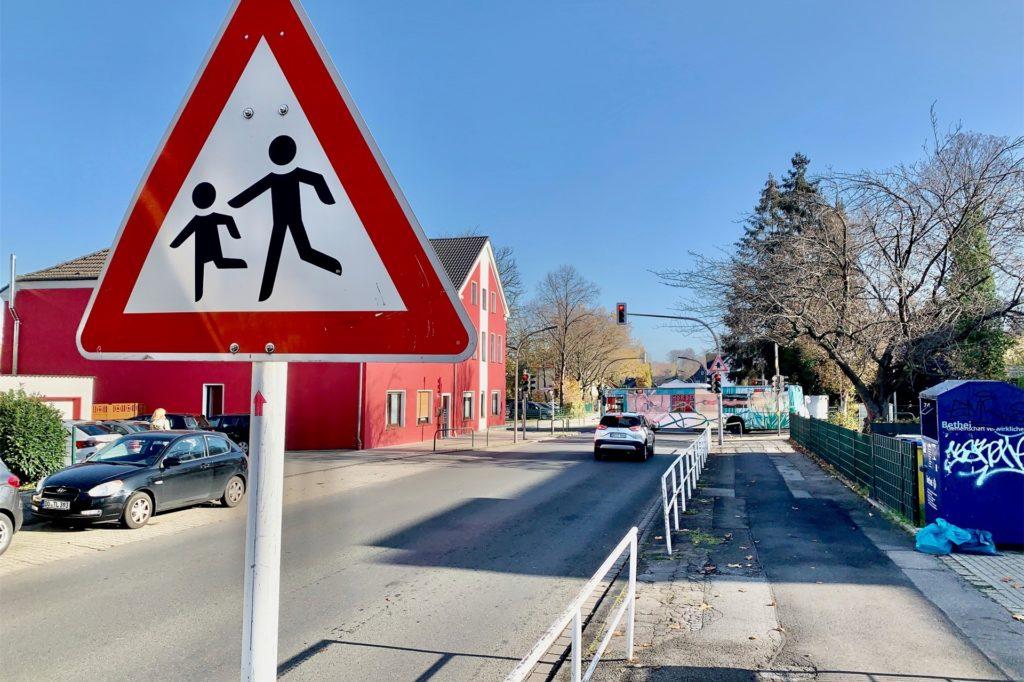 Eine Kita und eine Grundschule liegen an der Schwerter Straße dicht beieinander.